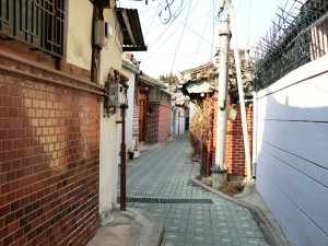Alley in Tongeui-dong-Robert J. Fouser
