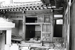 A traditional Korean-style house ready for demolition in Gyonam-dong, June 2013